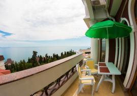 Вилла Миндальная -    Крым VIP отдых в Алуште  рядом с морем и  бассейн , завтрак
